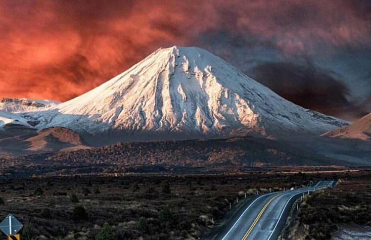 Grand roadside view of Mt Tongariro