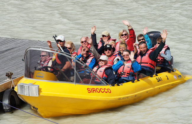 People jet boating the Wanganui river.