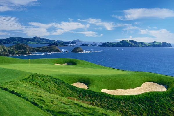 With stunning views over the Pacific ocean and uninterupted views of the Bay of Islands, Kauri Cliffs is a world class golf resort