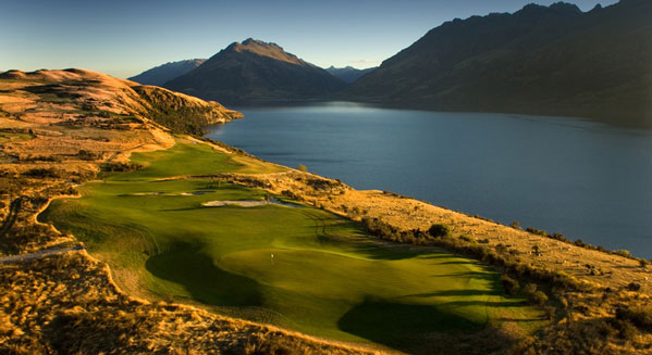 Jacks Point Golf Club creaps right to the edge of beautiful Lake Wakatipu with native tussock grass.