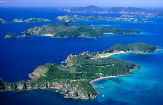 An arial viw of the Bay of Islands.