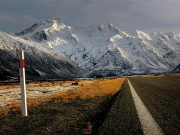 Beautiful road to Mount Cook National Park