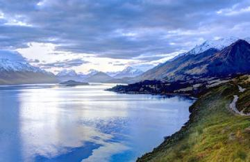 Stunning view of the Queenstown lake